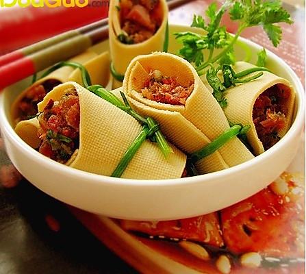 腌鱼干豆腐卷的做法