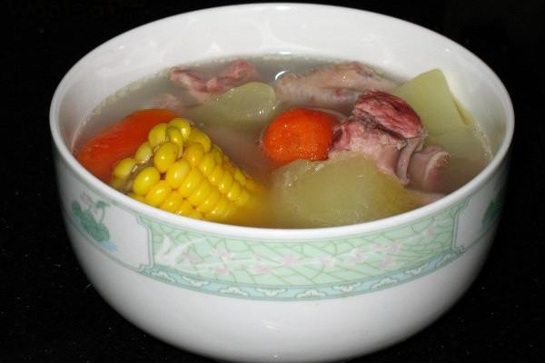 木瓜胡萝卜玉米瘦肉汤的做法