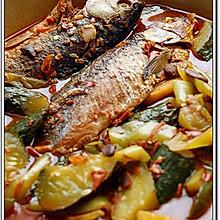 冷锅酱香鲫鱼焖黄瓜