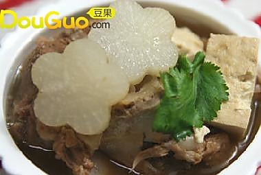 萝卜豆腐大骨汤的做法