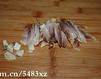 腊肉炒泥蒿的做法图解2