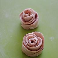 中式面点也浪漫 —— 情人节专供的浪漫玫瑰小花卷的做法图解8