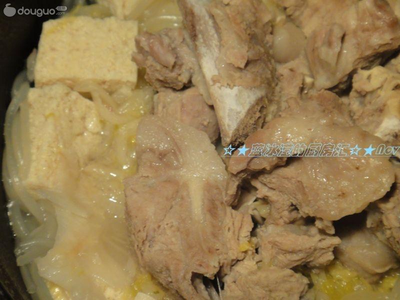 酸菜炖排骨的做法 酸菜炖排骨怎么做好吃 高清图片