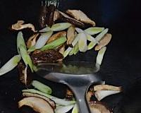 猪腰炒香菇的做法图解8