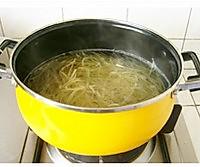 土豆拌海带丝的做法图解1