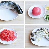 茄汁蒸鲈鱼的做法图解1
