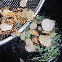 白芷炖香菇 :风寒感冒的及时补救措施的做法图解4