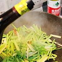蒜味香芹土豆丝的做法图解10