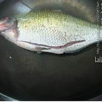 火腿蒸鳊鱼的做法图解3