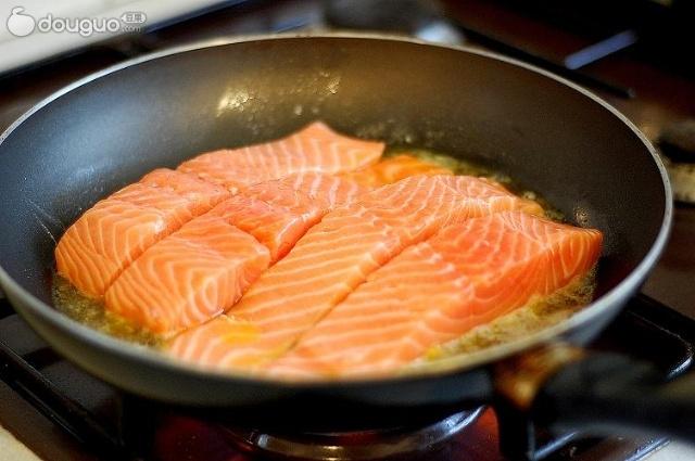 香煎三文鱼_【图】香煎三文鱼_香煎三文鱼的做法怎么做