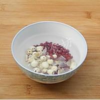 莲子百合红豆粥的做法图解1