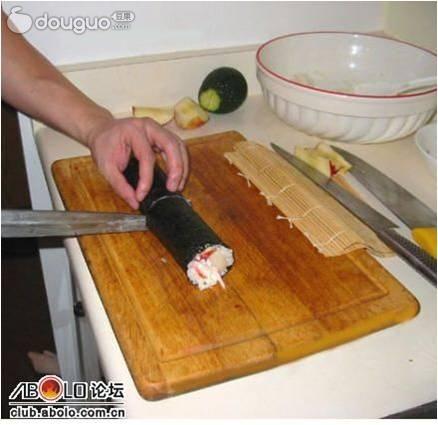 寿司的制作步骤 1 寿司米淘洗净,沥干水,盛入电饭锅中,按米和水1:1的