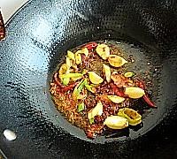 干锅香辣鱼块的做法图解7