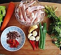 干锅麻辣鸡翅尖的做法图解1