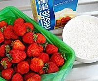 牛奶草莓布丁的做法图解1