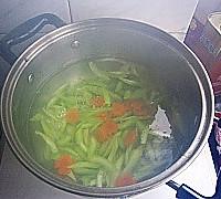 芝麻拌芹菜的做法图解3
