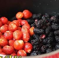 桑葚草莓果酱的做法图解1