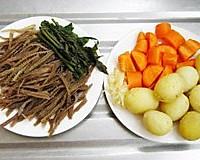 蔬菜羊肚汤的做法图解2